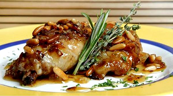pollo-asado-con-almendras-y-piñones